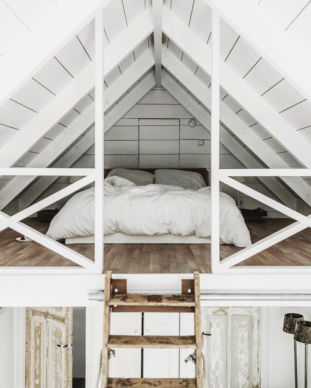 une mezzanine perch e sous les toits chambre pinterest sous les toits mezzanine et le toit. Black Bedroom Furniture Sets. Home Design Ideas