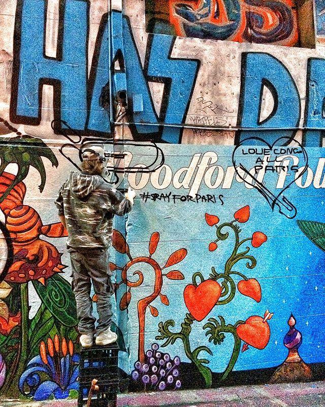 Snapped this guy in action yesterday. ❤️ #prayforparis #sprayforparis #graffiti #streetart #hosierlane #art #melbourne #visitmelbourne @visitmelbourne