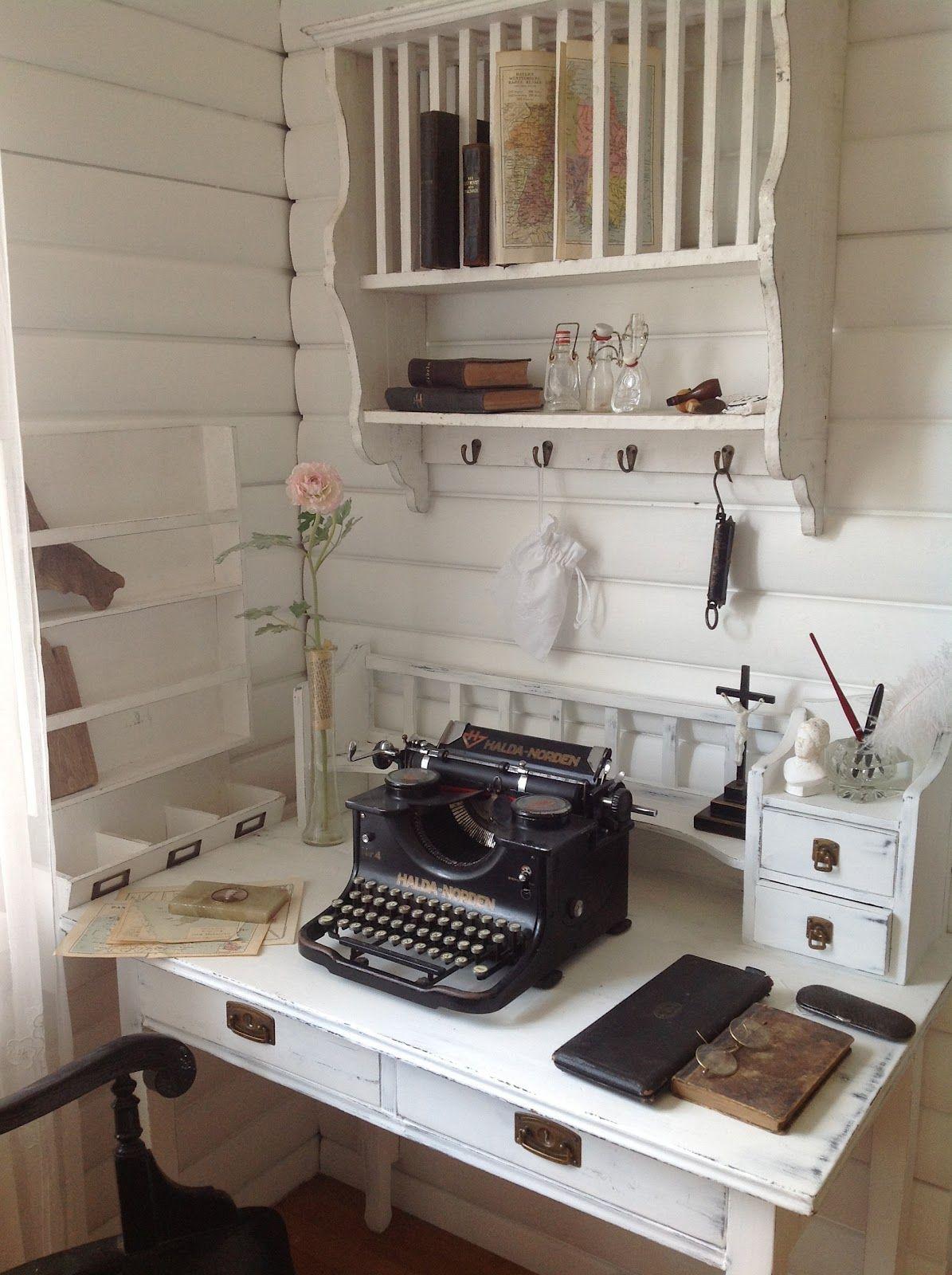 sch ne schreibmaschine f r den schreibtisch workspace pinterest schreibmaschine. Black Bedroom Furniture Sets. Home Design Ideas