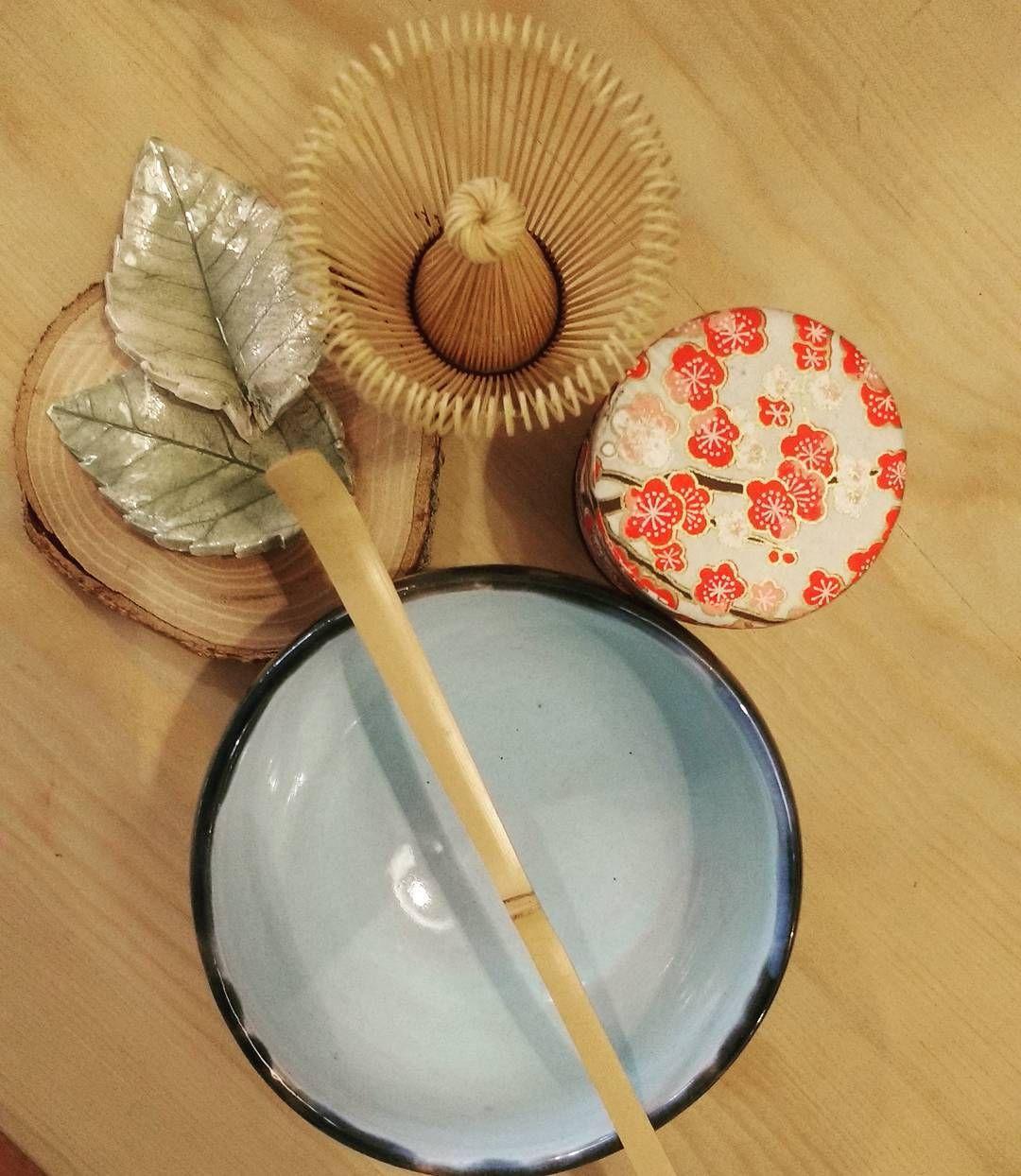 Este sábado recibimos a un nuevo grupo de #tealovers para vivir la #ceremonia #japonesa del #té siempre sorprendente...! #peacefulmoments #Japón #matcha #greentea #love and #tea Feliz jueves a tod@s..! by tevallegourmet