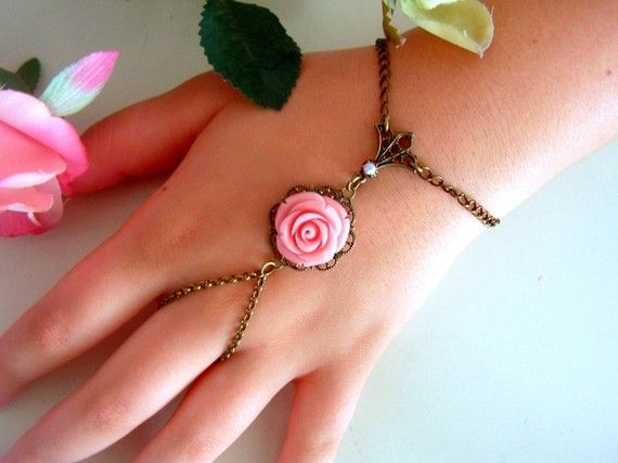 i want to start a collection of ring bracelets... so pretty