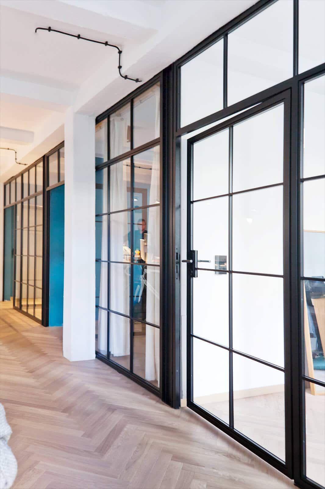 Stahl Loft Turen In 2020 Glastrennwand Bauhaus Turen Und Loft