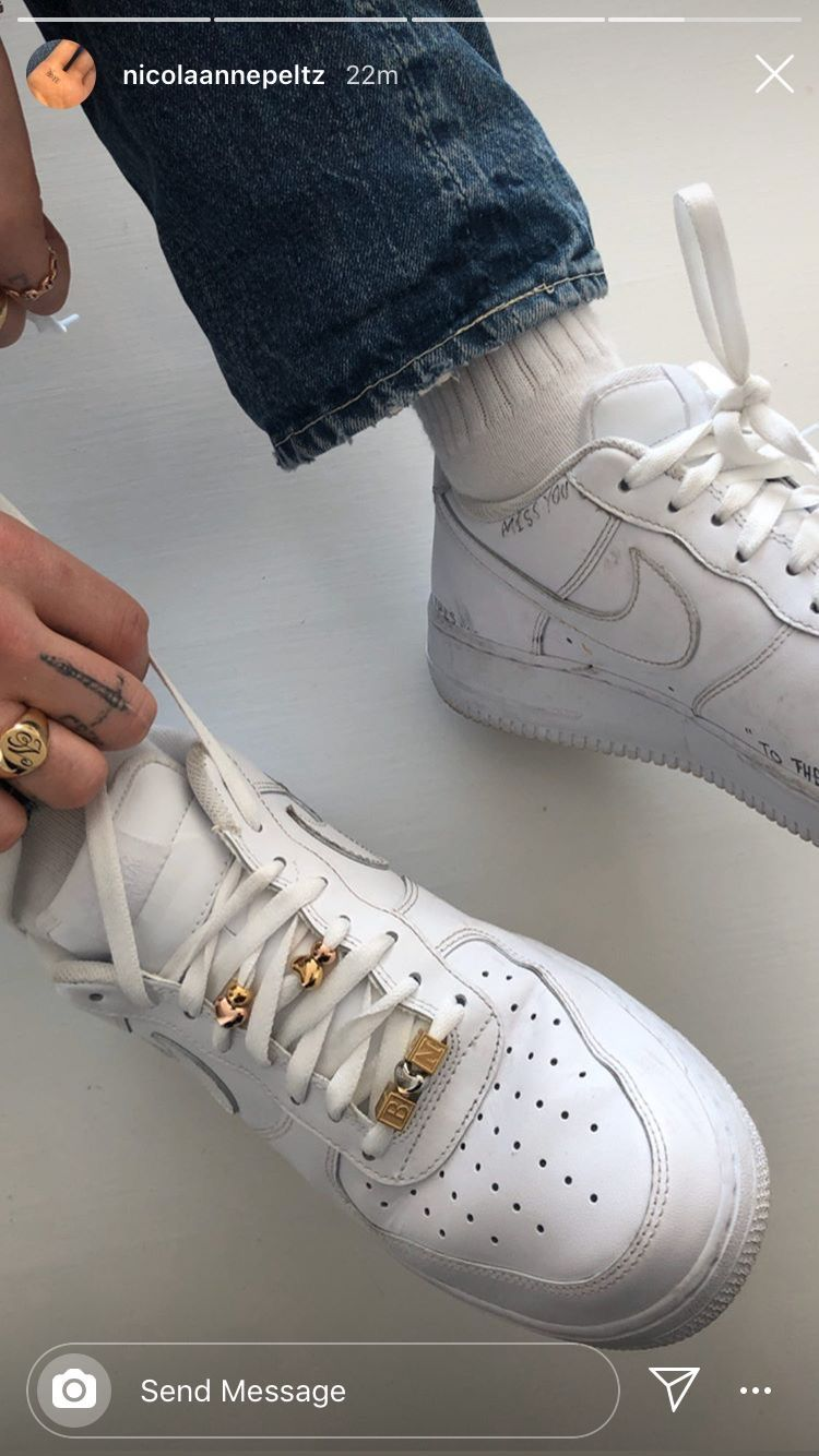 Pin by 𝐦𝐚𝐫𝐢 on stylo shoes White converse outfits, Shoes