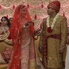 Lalu Prasad S Daughter Wore An Orange Lehenga Studded With Swarovski Crystals For Her Wedding Indian Wedding Songs Wedding Story Indian Wedding