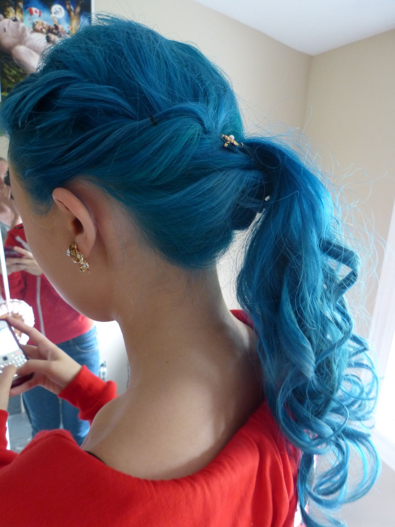 I love this hair style. There is no tutorial here but I will figure out how to do this.  I like the hair color too, but I don't think my work would like if I had blue hair