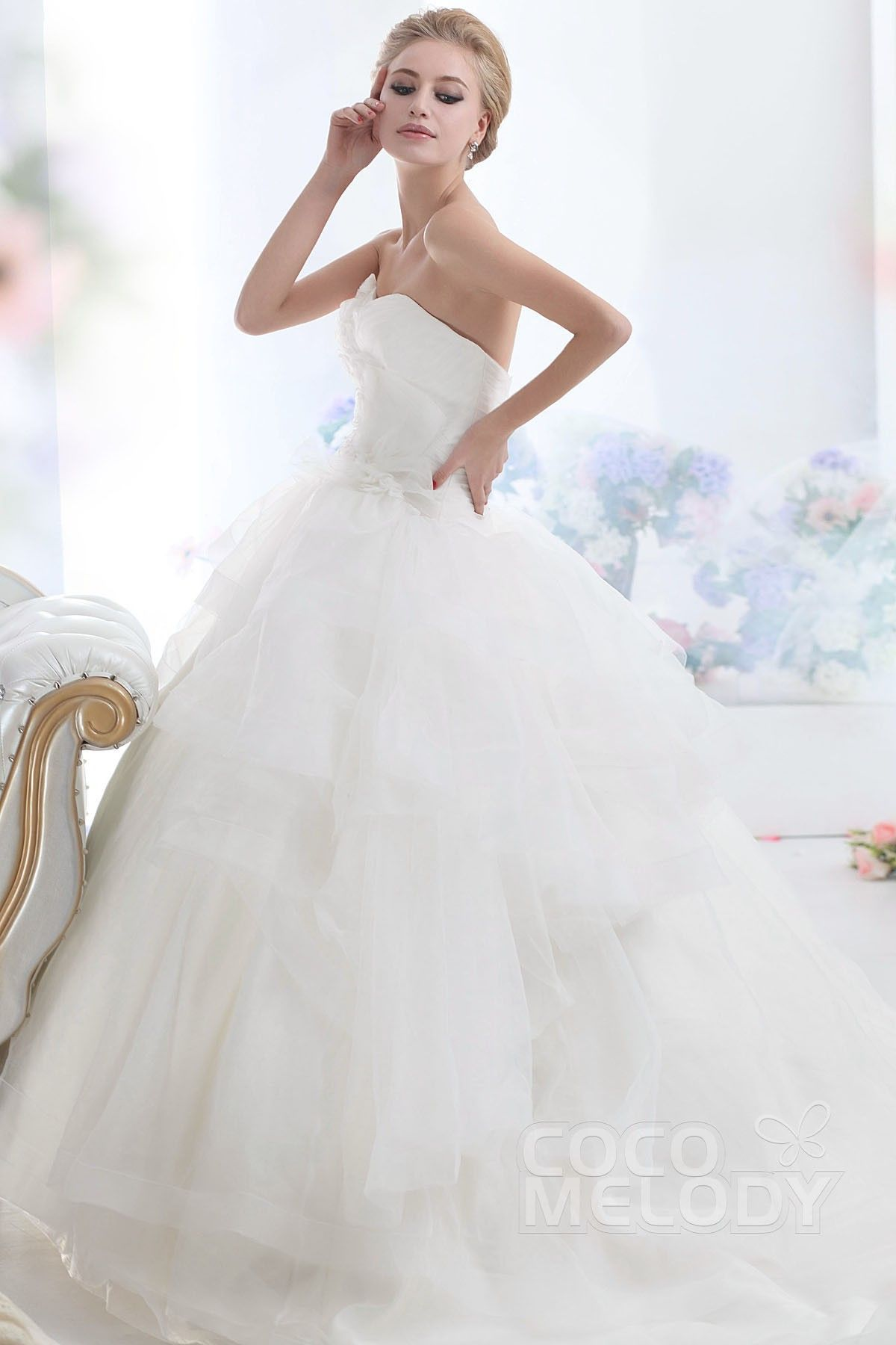 New style ball gown sweetheart chapel train organza wedding dress