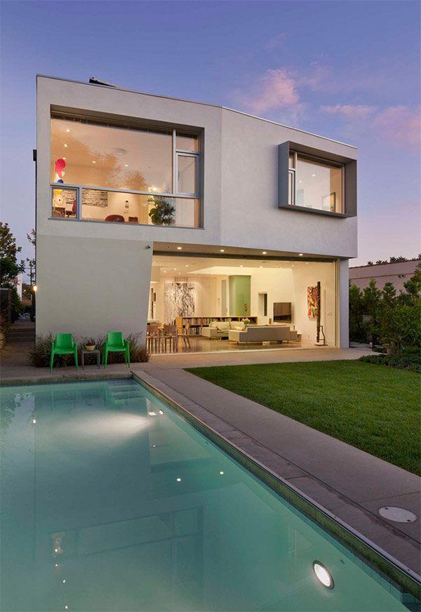 大きな窓と開放感 ファミリーの住む西海岸豪邸 In ロサンゼルス