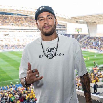 The tshirt Balenciaga of Neymar on his account In