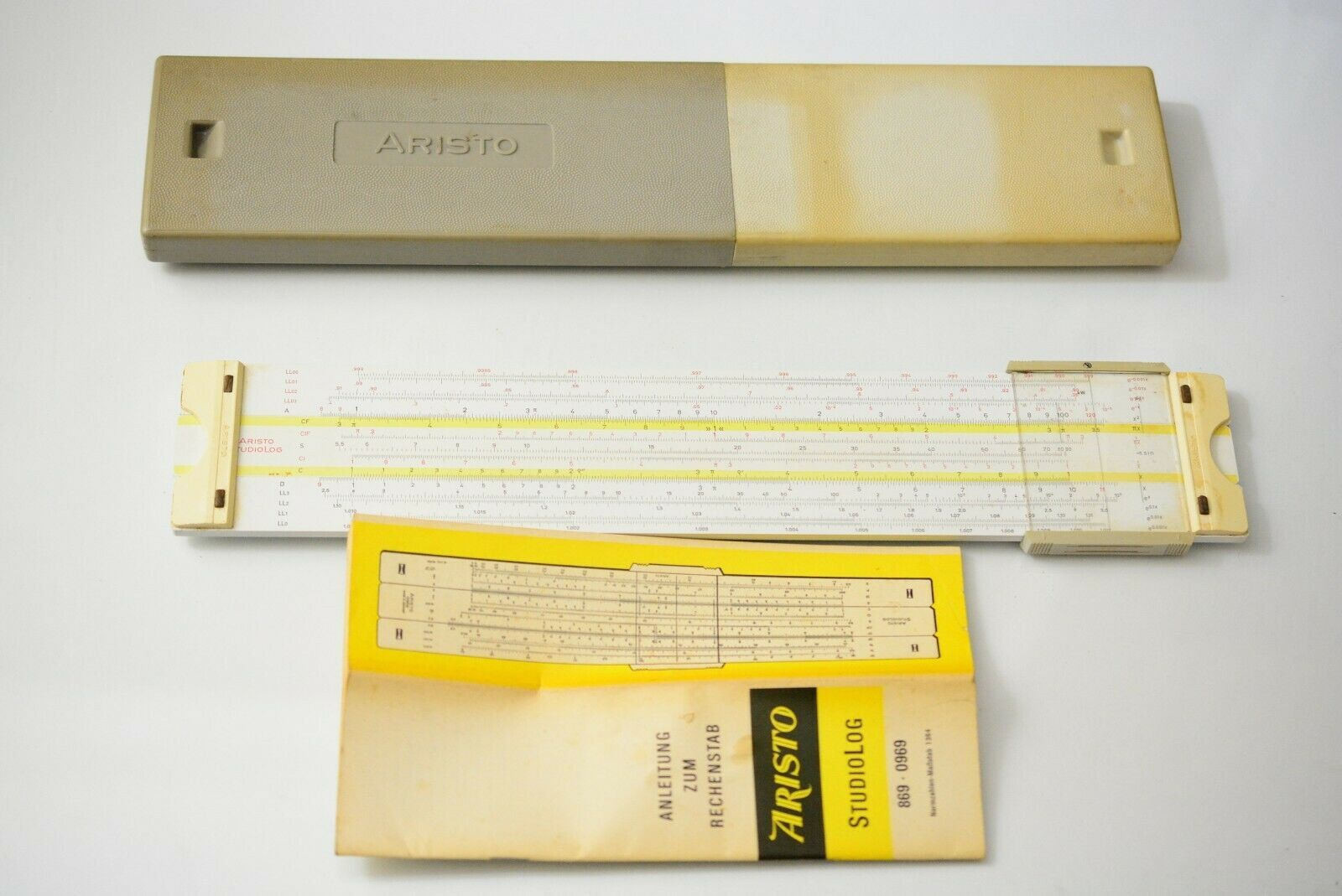 Aristo 0969 Studiolog 0969 Slide Rule. 29 Scales with Case