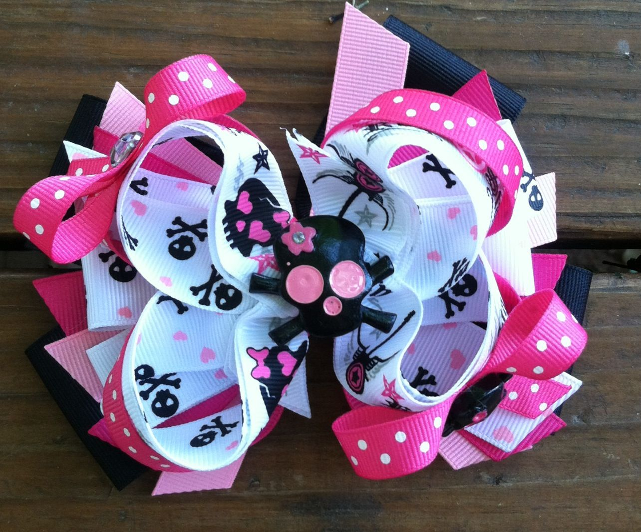 Girly skull hair bow!! $7