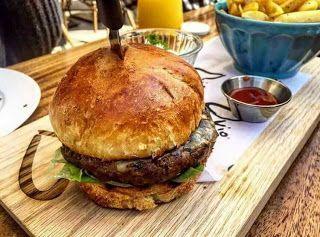 وصفة عمل برجر لحم بطريقة جميلة جدا المكونات الأساسية لعمل برجر 1 كيلو لحم كندوز بقري مفروم Food Arabic Food Salmon Burgers