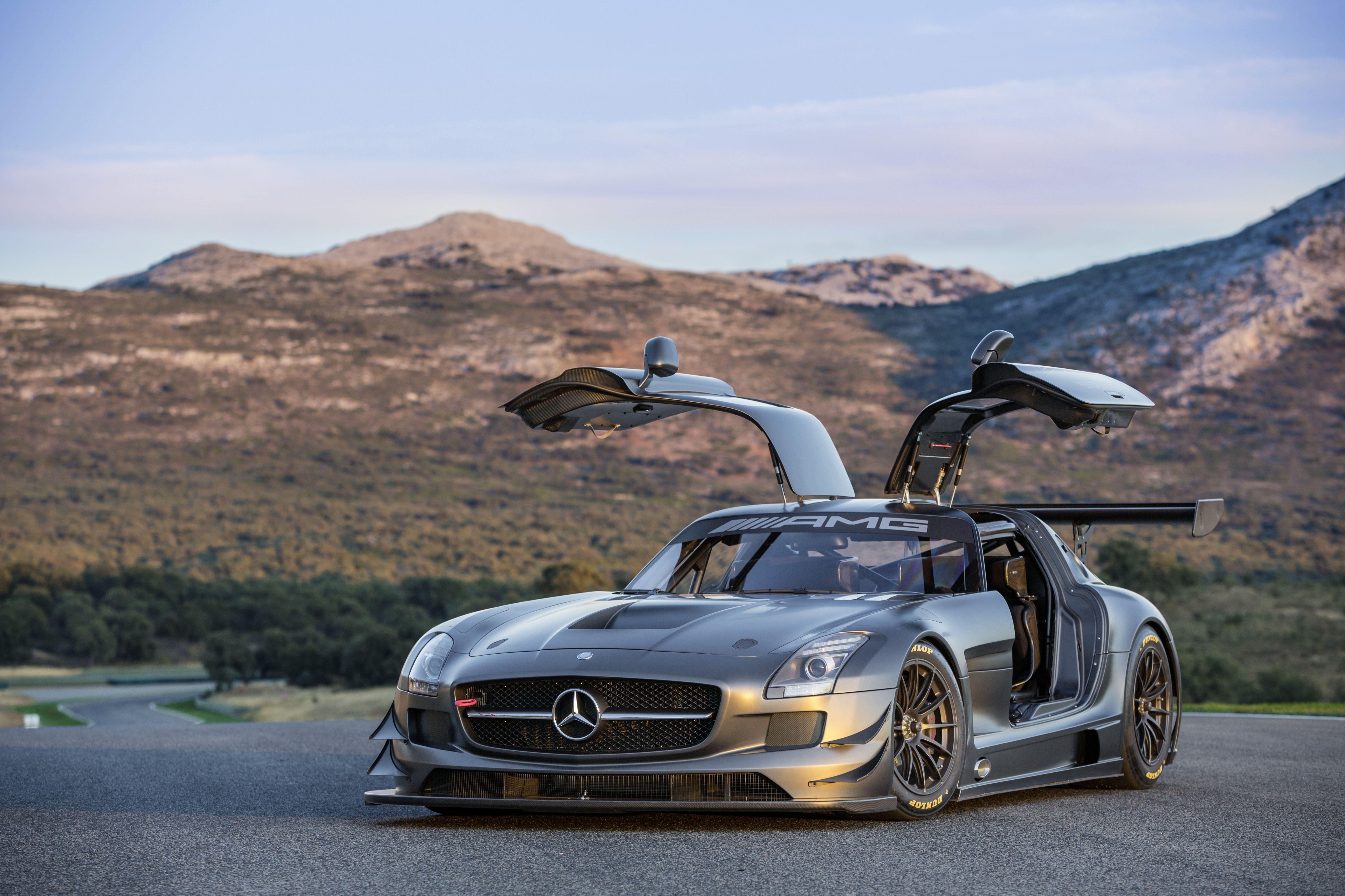 Der Neue Sls Amg Gt3 45th Anniversary Mercedes Sls Mercedes Auto Mercedes Amg