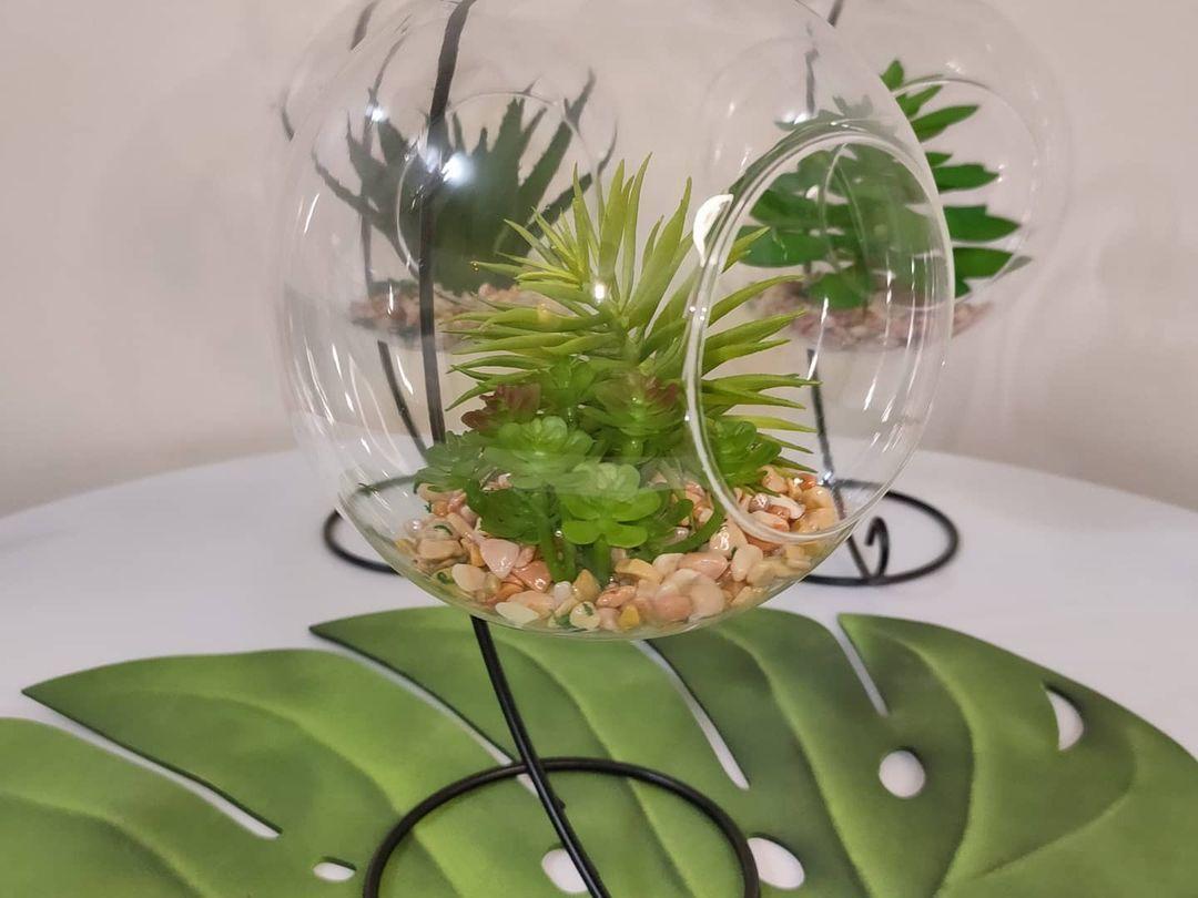 بيت العائلة On Instagram دورق زجاجي مع حامل معدن مع نبات صناعي بشكل انيق وعصري سعر القطعة ١٠ الاف دينار يتوفر توصيل لكافة المحافظ Home Decor Decor Terrarium