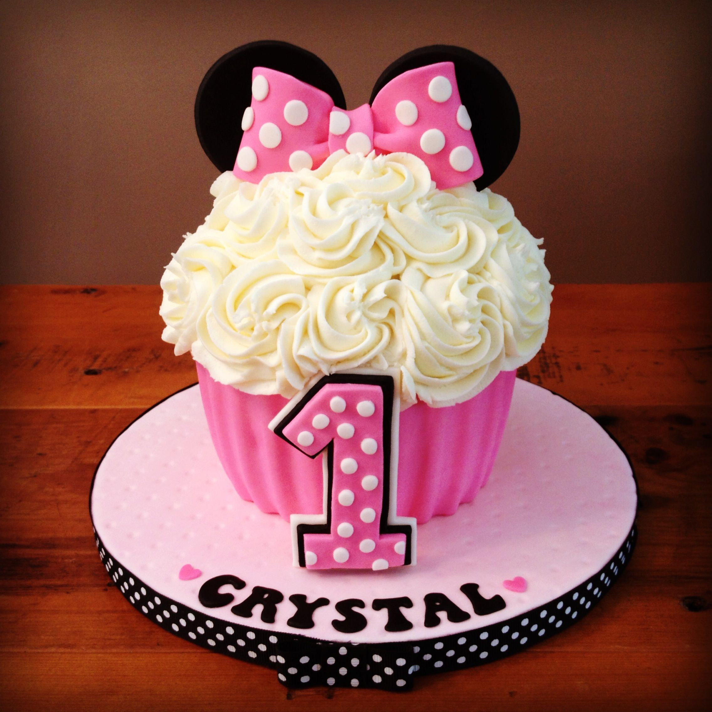 Minnie Mouse Smash Cake - Giant Cupcake Pan #giantcupcakecakes