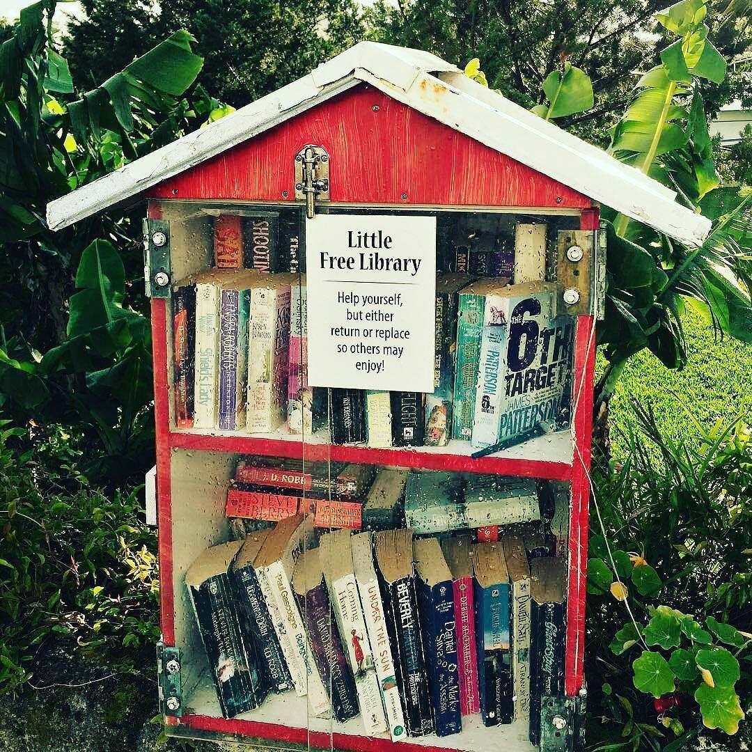 Just another way to share books...I love this!!:@blureviews #bermuda #booksharing #bibliophine #igreads #bookstagram #bookstagramfeatures #ya #yalit #ilovebooks #epicreads #lovereading #reading #Wearebermuda by wearebda