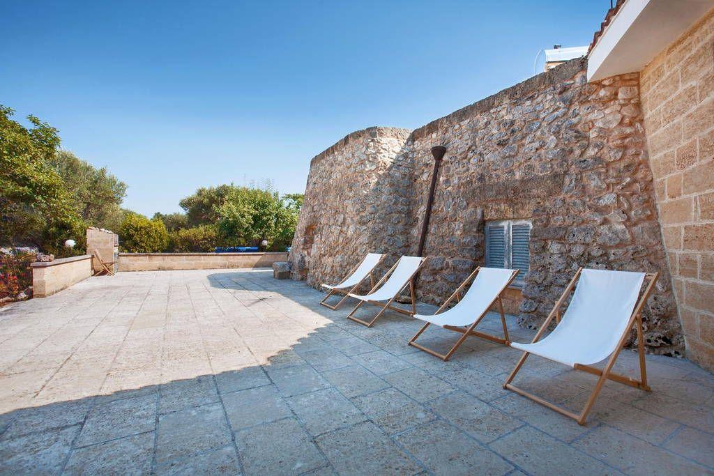 Regardez ce logement incroyable sur Airbnb  Trulli avec piscine - maison de vacances a louer avec piscine