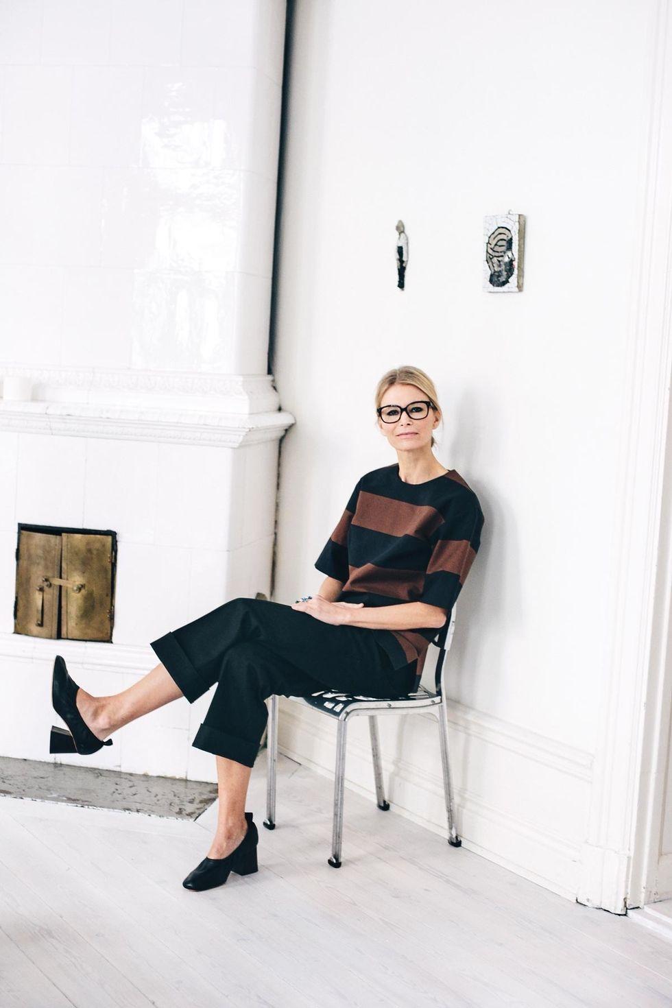 Marimekon luova johtaja Anna Teurnell nauttii työstä. Hän asuu puolet viikosta Helsingissä ja puolet Tukholmassa.