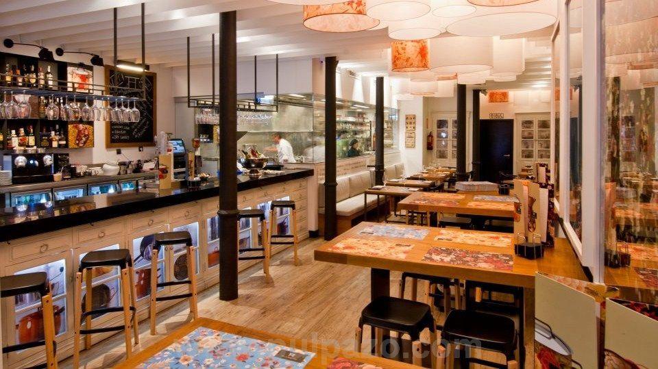 Restaurant alumbre malaga this trendy modern restaurant - Diseno de interiores malaga ...