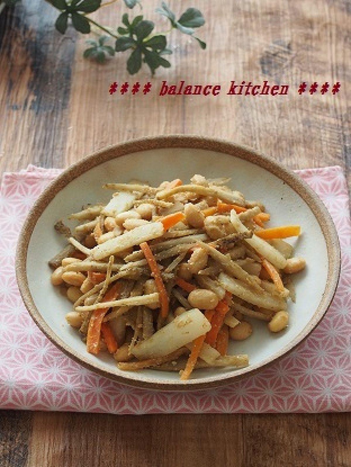 【美腸】常備菜。根菜と大豆のごまみそ炒め by 河埜 玲子 / 根菜と大豆の食物繊維、ごぼうのオリゴ糖で便秘解消に。しっかり噛むことで食べ過ぎ防止にも。ごまの風味で、薄味でも満足感があります。 / Nadia