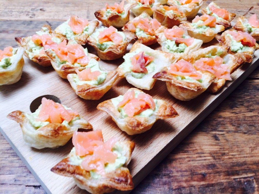 Zalm is toch wel de kleur van de liefde ❤️ leuk borrelhapje voor vanavond ❤️ Valentijnsdag Zalm avocado borrelhapje - Foodblog Foodinista