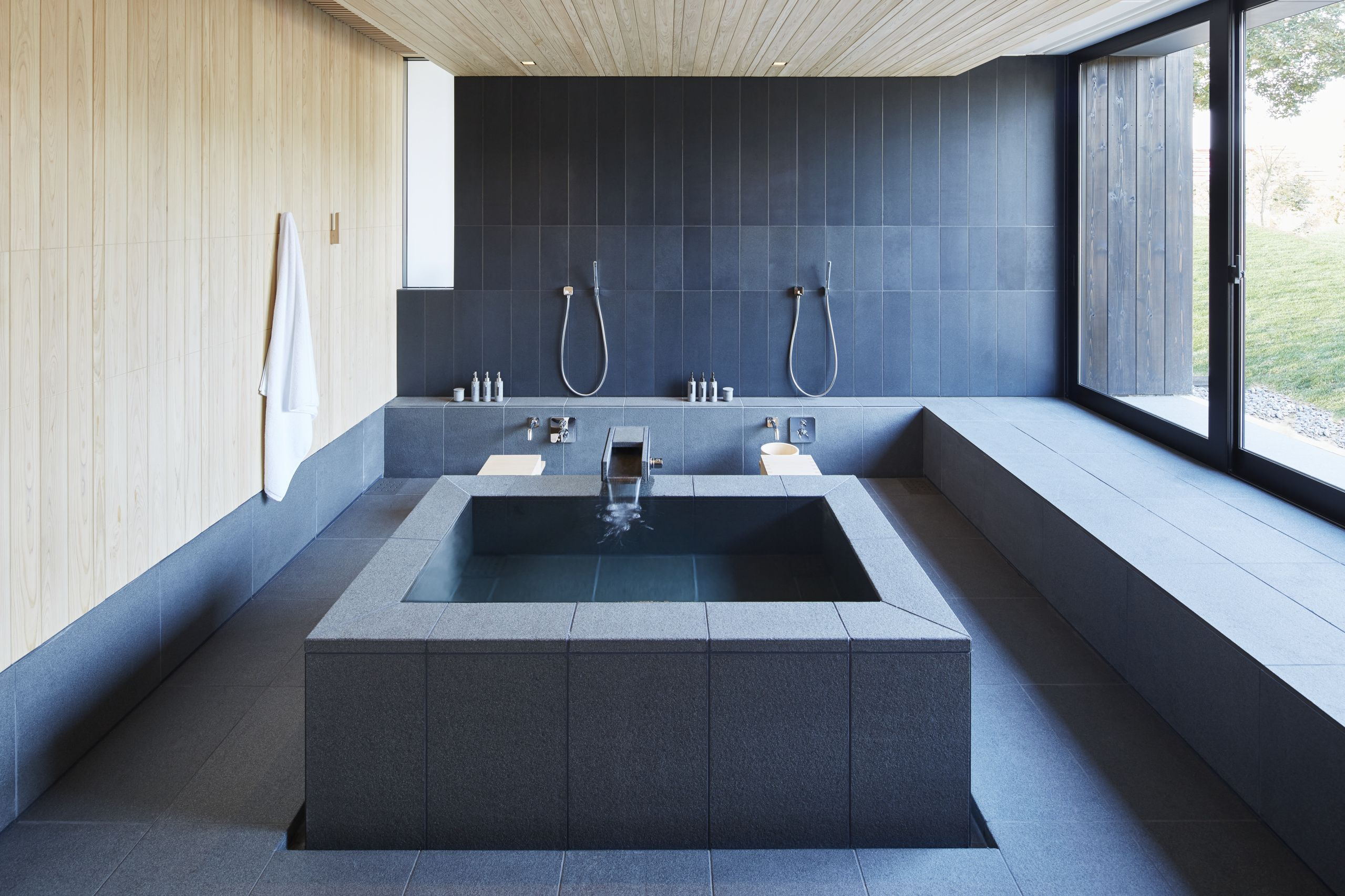 Unique Japanese Style Soaking Tub Motif - Bathtub Design Ideas ...