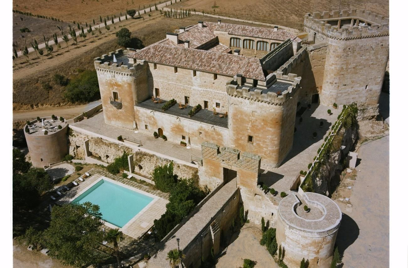 El Castillo Del Buen Amor Es Un Precioso Hotel Con Encanto Rodeado