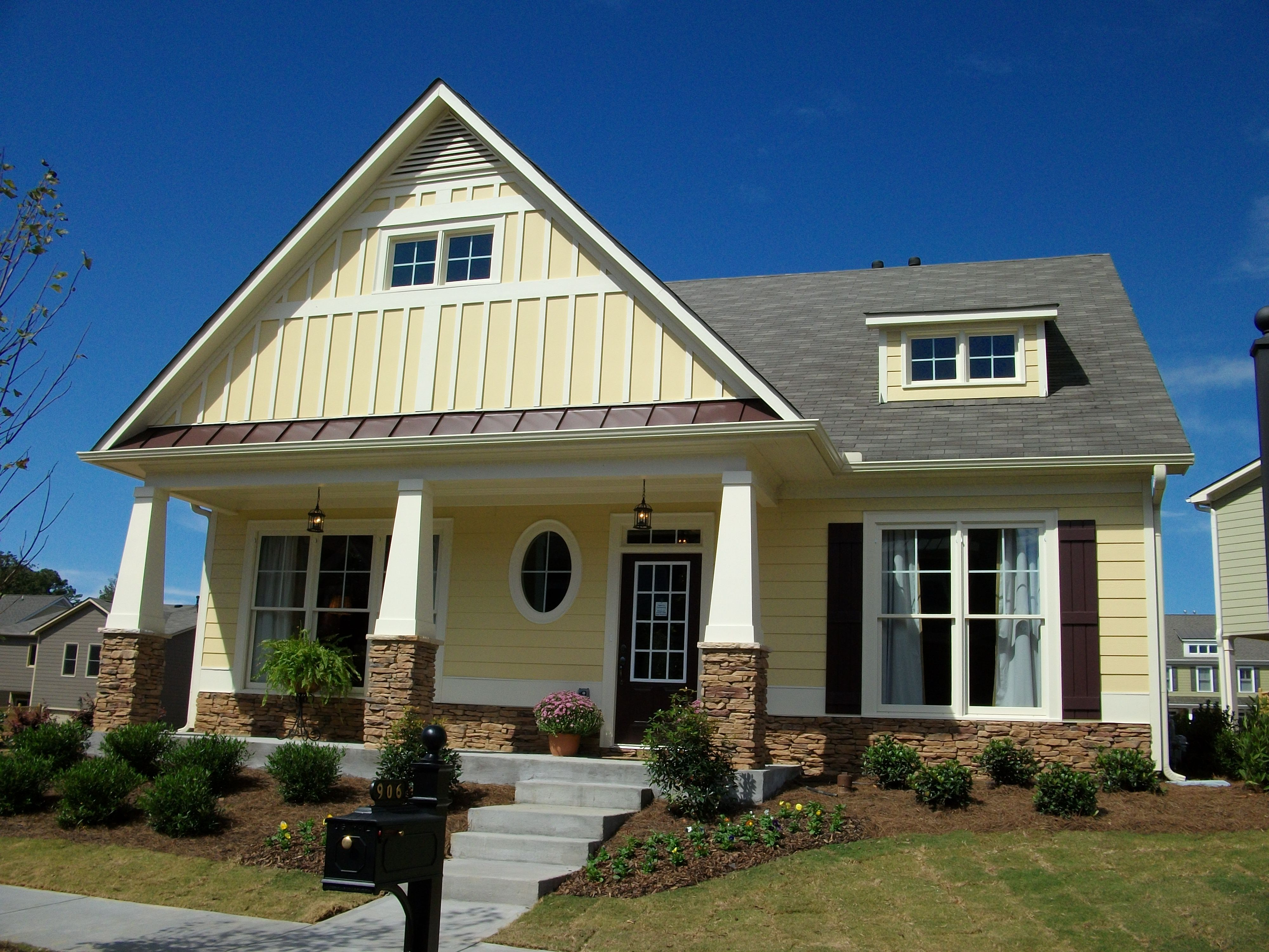 Craftsmans style roofing yard with awesome stairs for Craftsman roofing