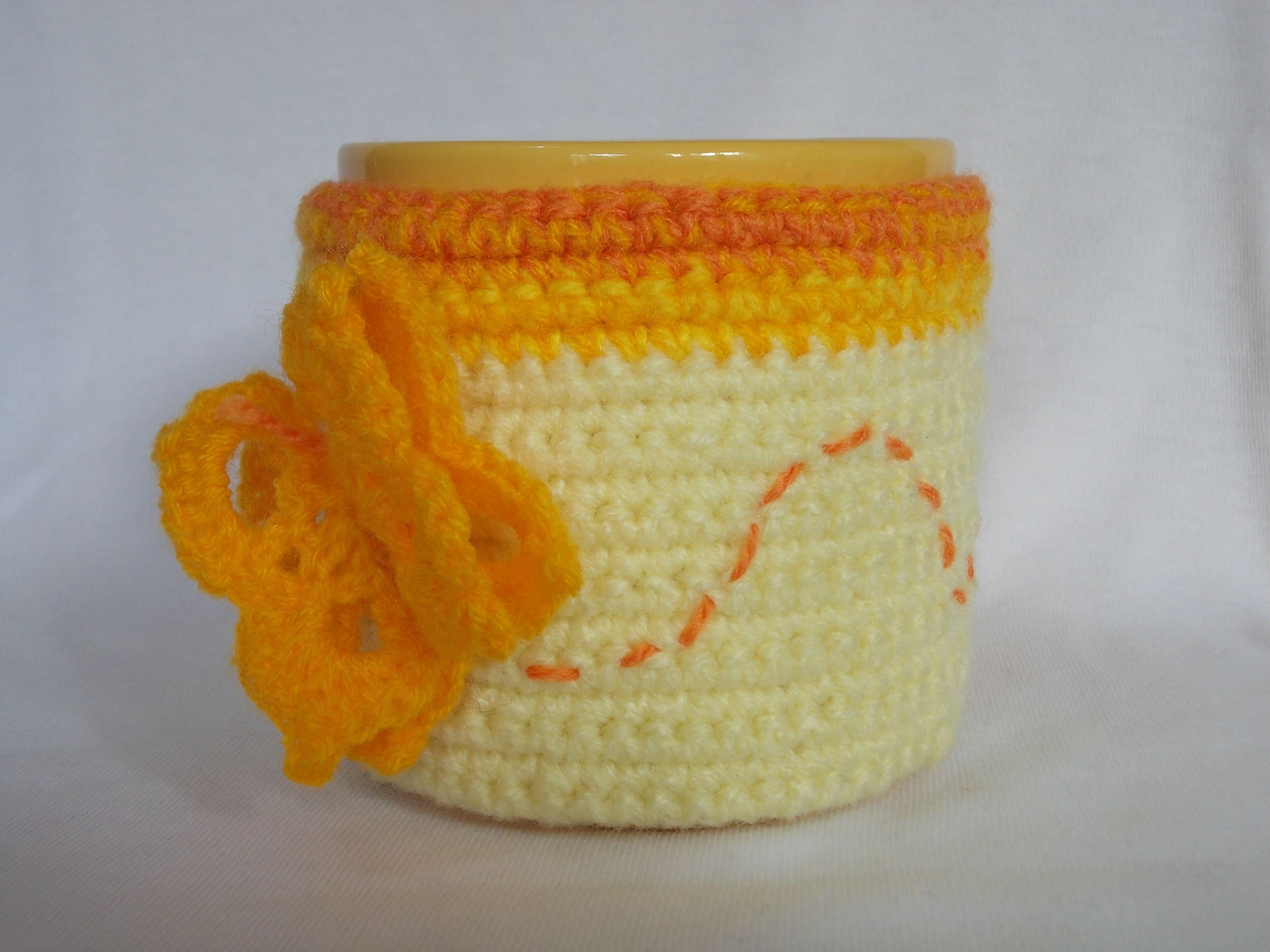 Taza con funda tejida en crochet con mariposa | Грелки для чашек ...