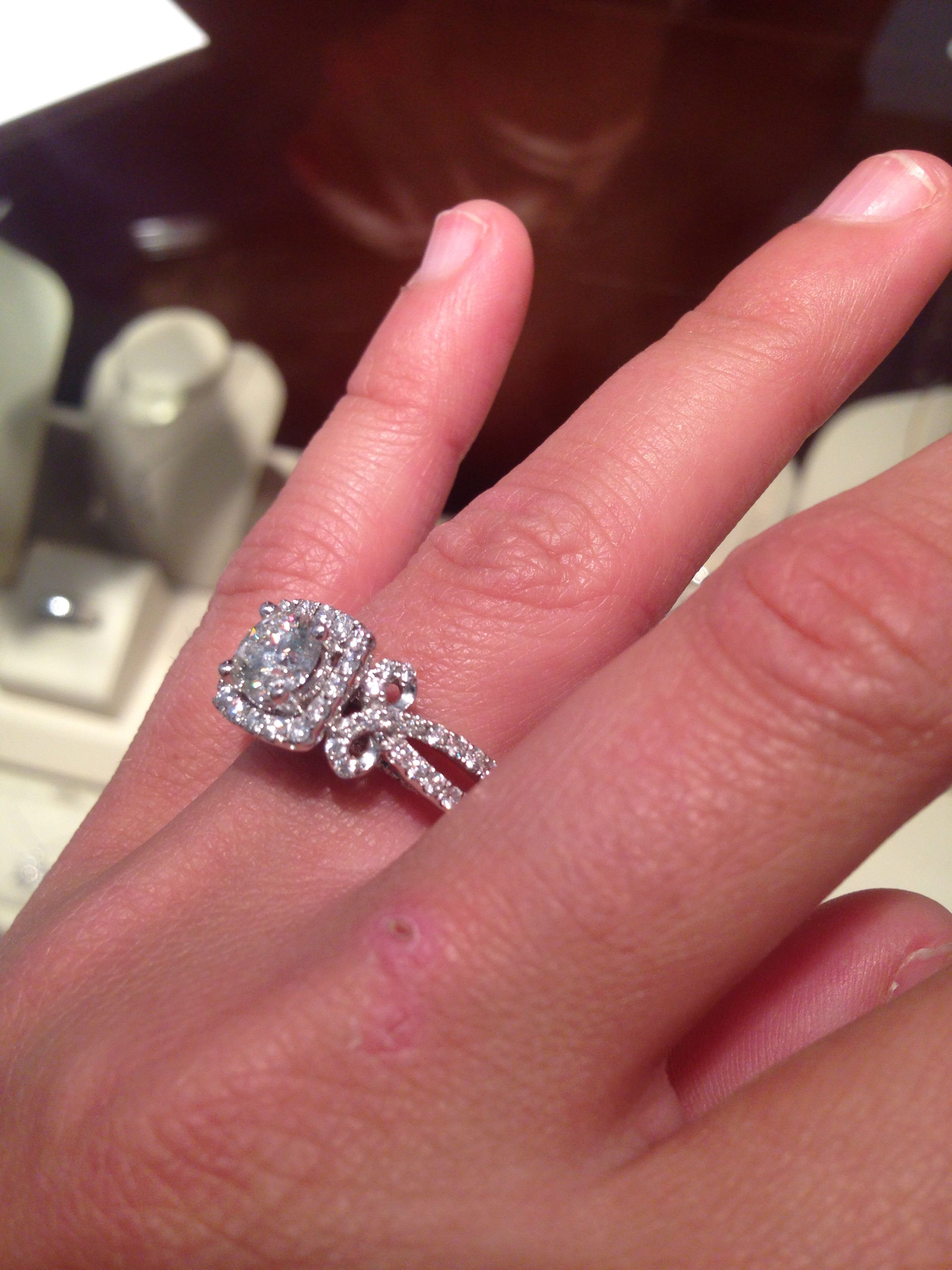 Vera Wang 1.5ctw Round Halo Ribbon! $5,999 I\'ve never seen a more ...