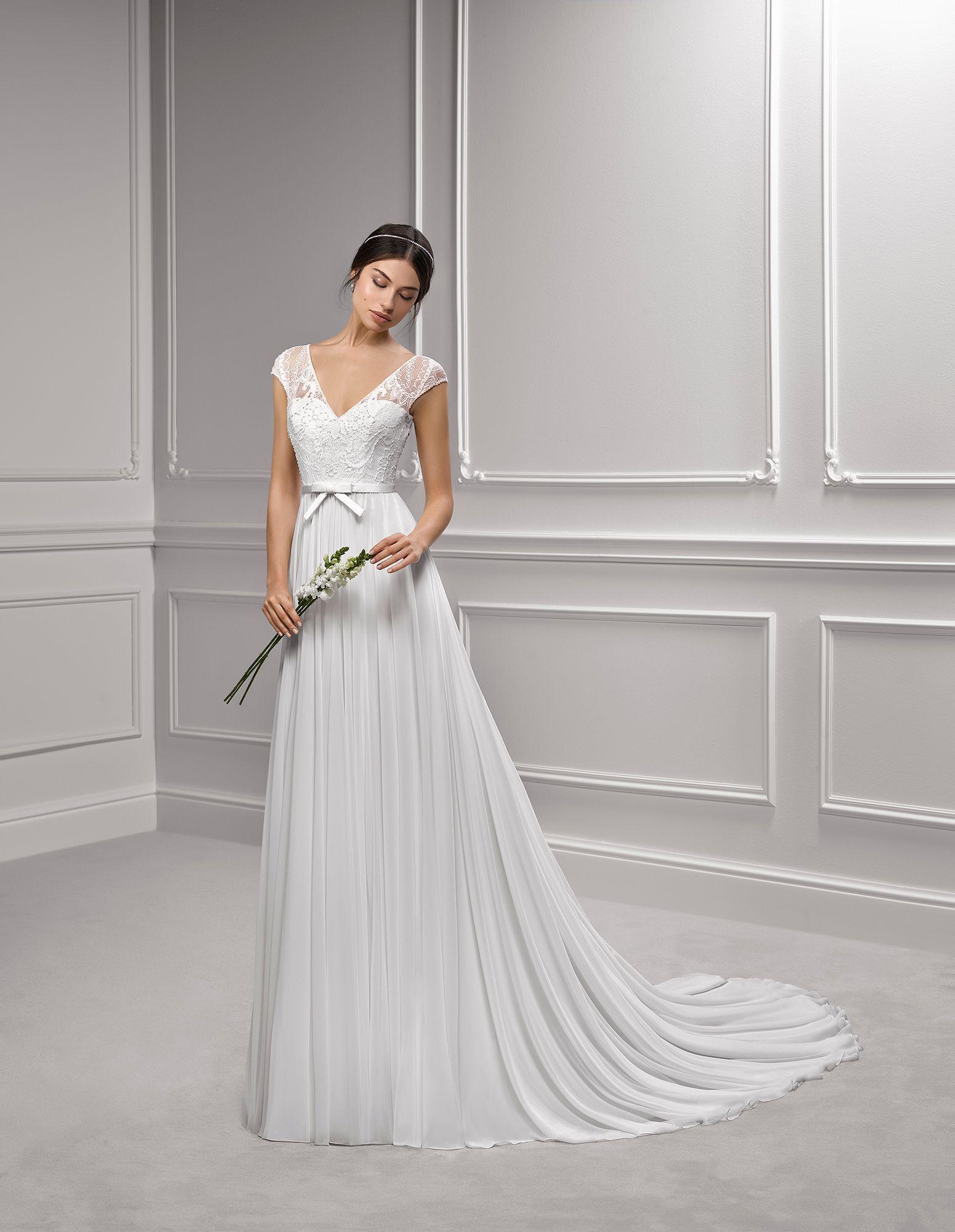 39f55ef2a534 Happy Sposi. Abiti da sposa Crema.