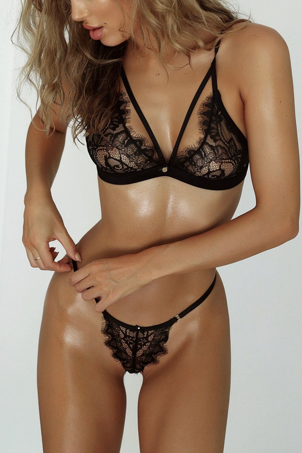 e1d7e01545693 A bondage Set style crafted from embroidered floral lace featuring a g- string