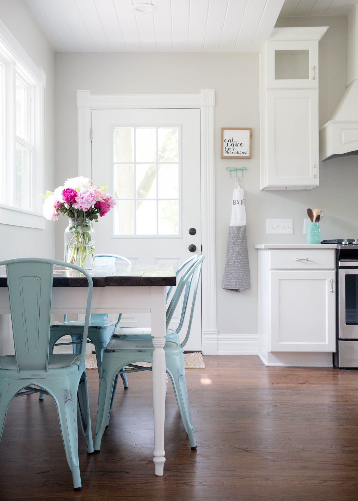 modern farmhouse kitchen modern farmhouse kitchens on farmhouse kitchen grey cabinets id=38779
