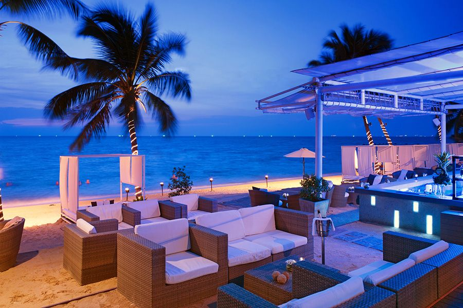 Thai Luxury At The Beach Bar Pullman Pattaya Hotel G