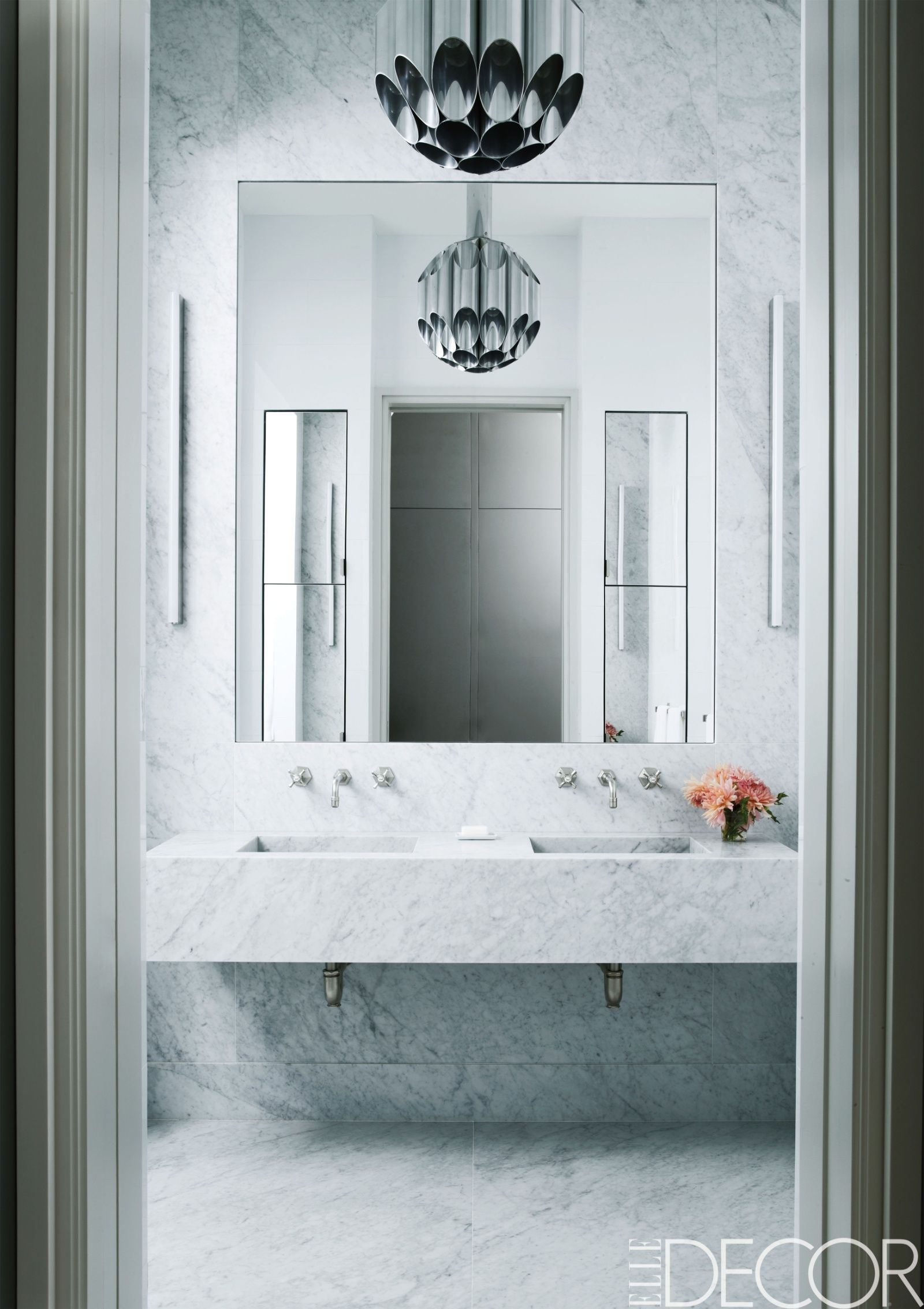 20 Bathroom Mirrors That Completely Steal The Show   White bathrooms ...