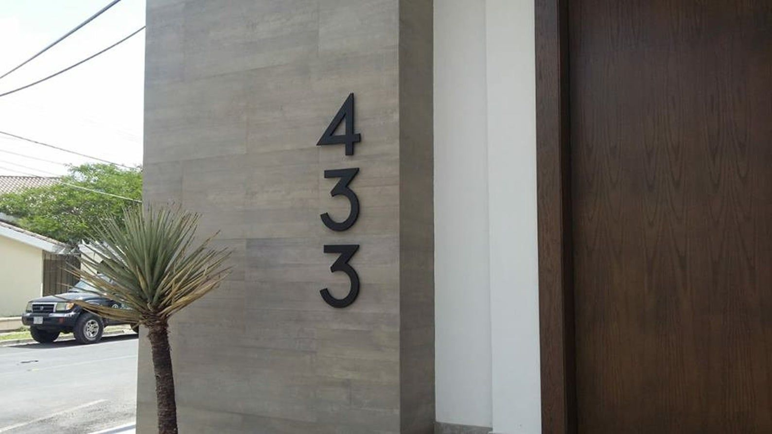 Modern House Numbers Set Of 4 Aluminum House Numbers Metal Etsy Metal House Numbers House Numbers Modern House Number