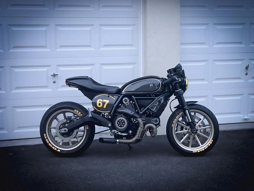 Carbon Wheels Next Goodmorning Motorcycle Youtube Motovlog Vlogger Ducati Ducaticaferacer Ducati Cafe Racer Ducati Scrambler