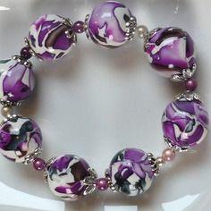 Bracelet de perles fantaisie en pâte fimo décors fuchsia
