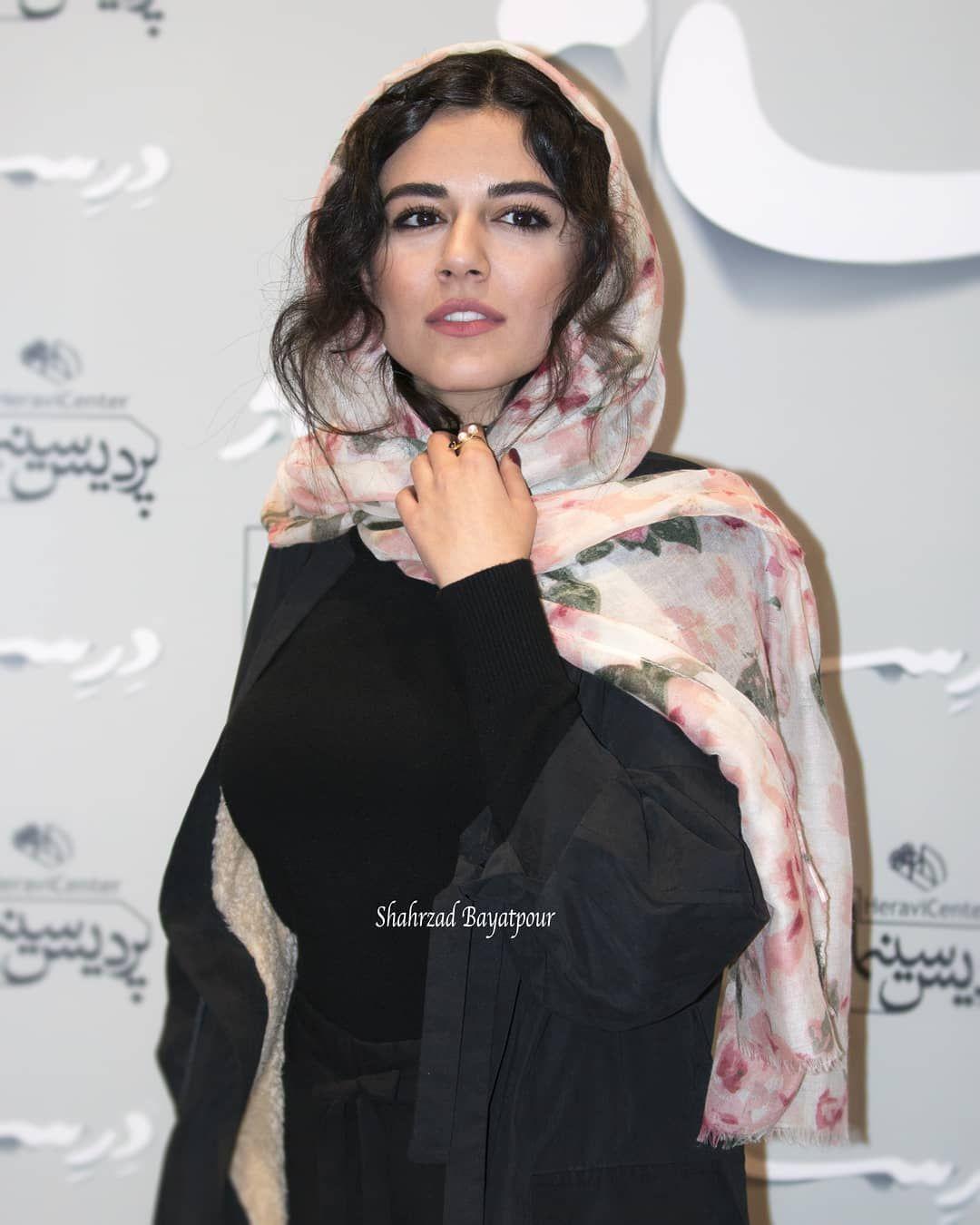 32 6k Likes 572 Comments ماهی الوند Mahoor Alvand On Instagram Shahrzad Bayatpour Fashion High Neck Dress Neck Dress