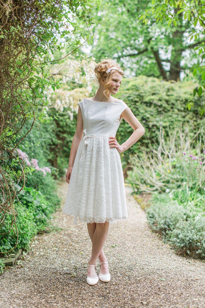 veganes Brautkleid in knielang Sonnentochter aus