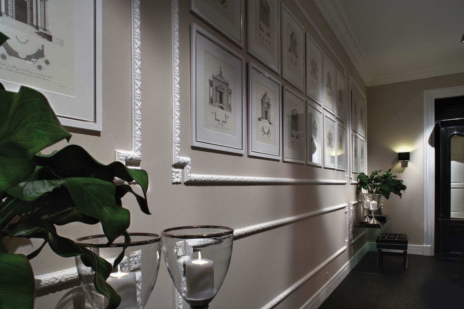 Boiserie In Gesso Camera Da Letto : Cornici effetto gesso per rinnovare la parete fai da te