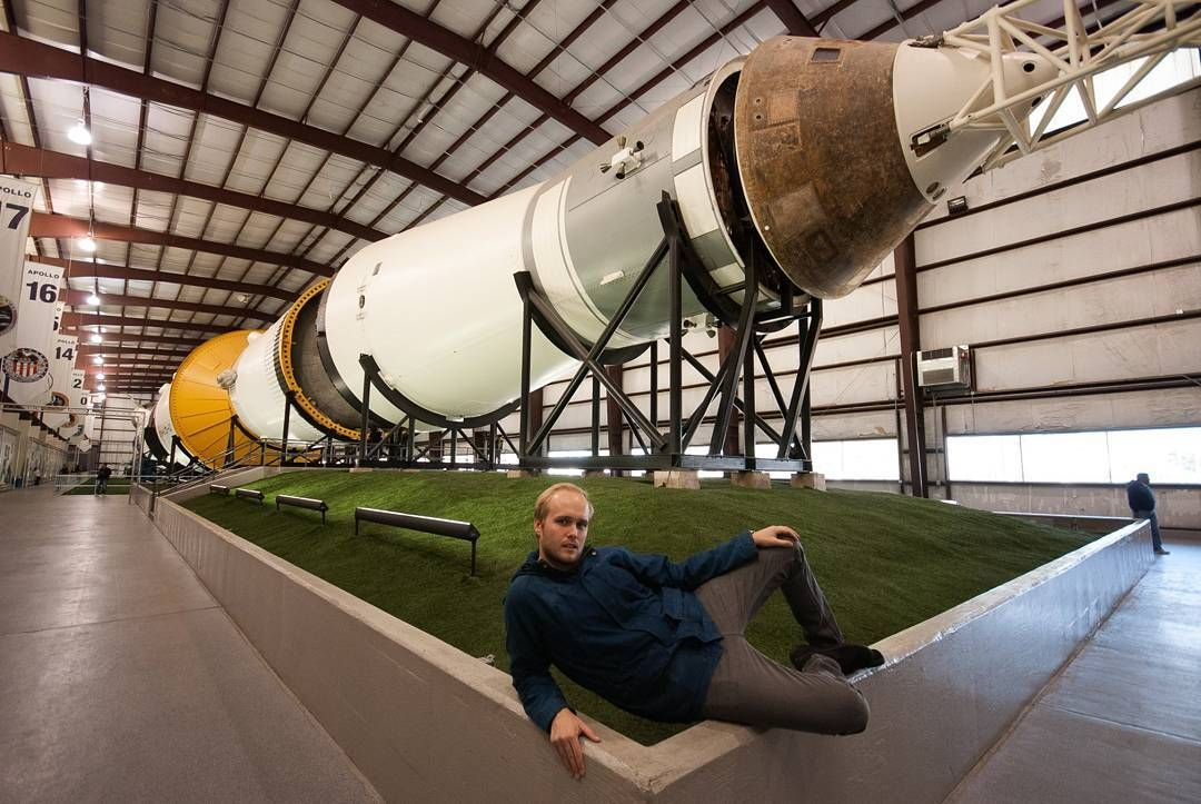 On instagram by jlokkevik #spaceinvader #unas (o) http://ift.tt/1VfZZTc liten posering foran romrakketten derane Takk til @stbrekke for bildet  #nasa  #johnsonspacecenter #astronaut