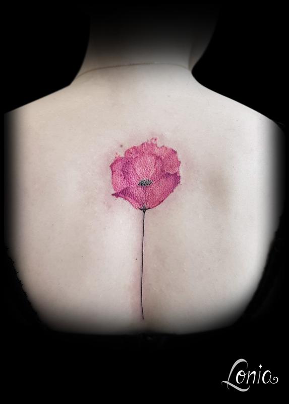 Tatouage Lonia Tattoo Fleur Coquelicot Aquarelle Dos Colonne Couleur