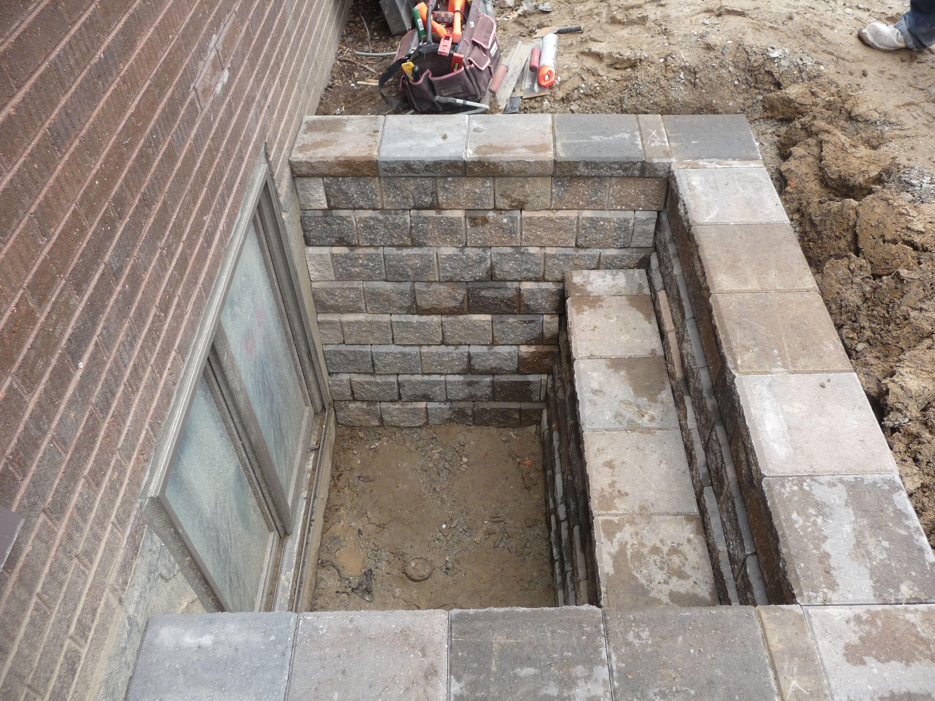 Tiered Egress Window application of Unilock Pisa II wall & coping