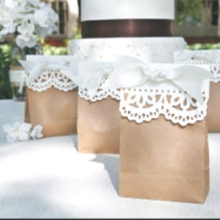 Shabby chic wedding favors - easy to make. Colored bags would look adorable too.