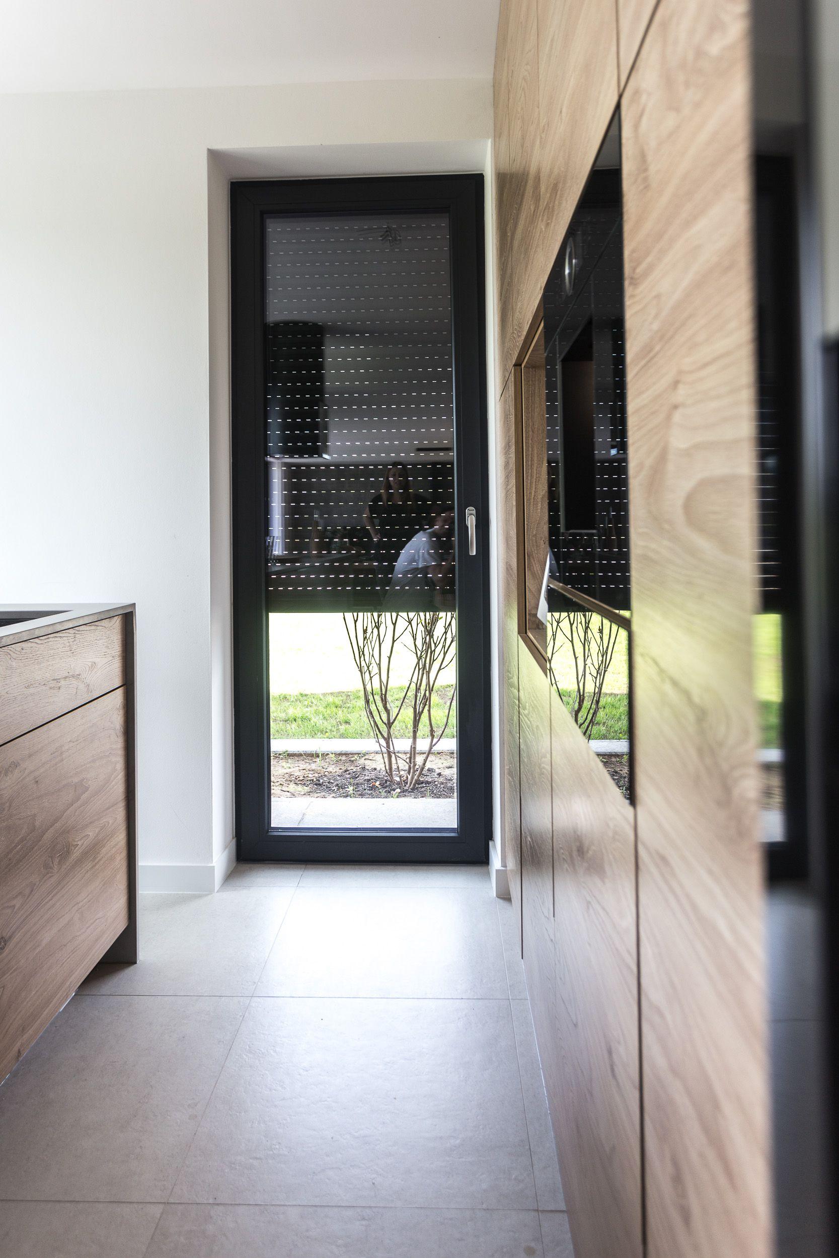 Pin On Realizacja Dom Szare Okna I Drewniane Wykonczenia Projekt Indywidualny