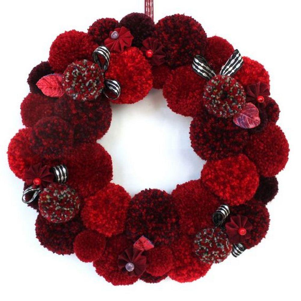 DIY Yarn Pom Pom Wreath – Craft projects for every fan!