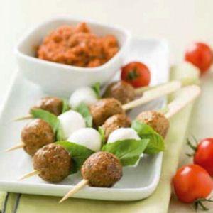 Brochettes de boulettes de boeuf à la l'italienne : Recettes prêtes en moins de 30 minutes - Journal des Femmes Cuisiner
