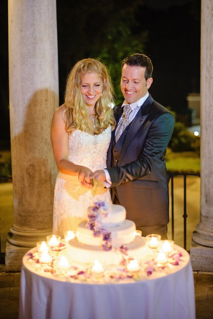 Cutting the Wedding cake | Romantic Rome Garden wedding | Fab Mood