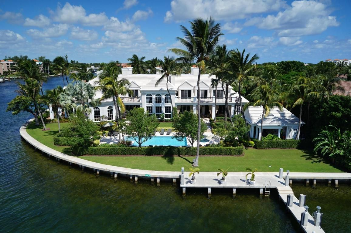 Photo of home for sale at 700 Lake Drive, Boca Raton FL. The Crown ...