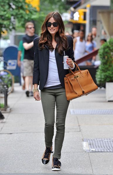 Only Olivia can make casual look so glam